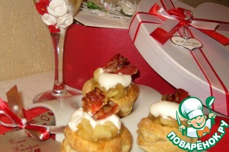 Закусочные пирожные с пьяными яблочками и карамелизированным беконом