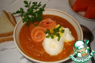 Тыквенный крем-суп с яйцом-пашот и копчёным лососем