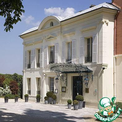 """А вот тот самый ресторан и гостиница. Кстати, здесь Александр Дюма написал """"Три мушкетера"""" и """"Граф Монте Кристо"""", а Жак Оффенбах - """"Сказки Гофмана"""""""