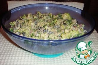 Салат из брокколи с соусом из кешью