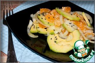 Салат с авокадо и мандаринами в горчичном масле