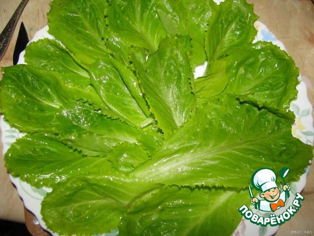 Блюдо выложить листьями салата (в принципе, это необязательно, но так красивооо!!!).