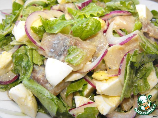 Заправкой полить салат (заправлять перед подачей - это важно).   Я не солю, мне соли достаточно.    Приятного аппетита!!!