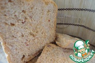 Хлеб с охотничьими колбасками, вялеными помидорами и чесноком