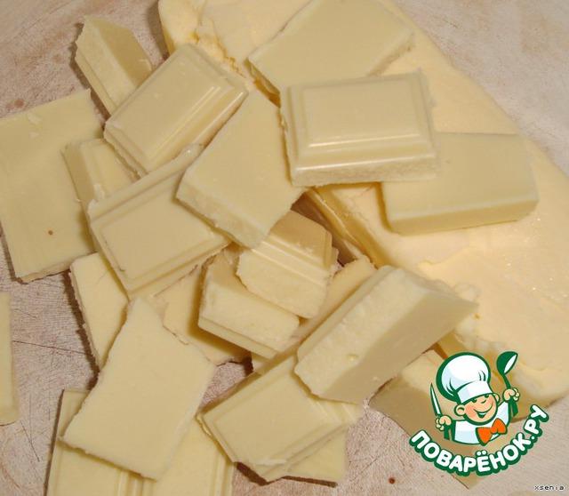 Начнем с шоколада.Берем две посудины в каждую крадем  по 120 грамм масла и на водяной бане расплавим вместе с шоколадом .В одной кастрюльке с белым..в другой с темным