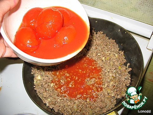 Затем запускаем томатный сок вместе с помидорами.