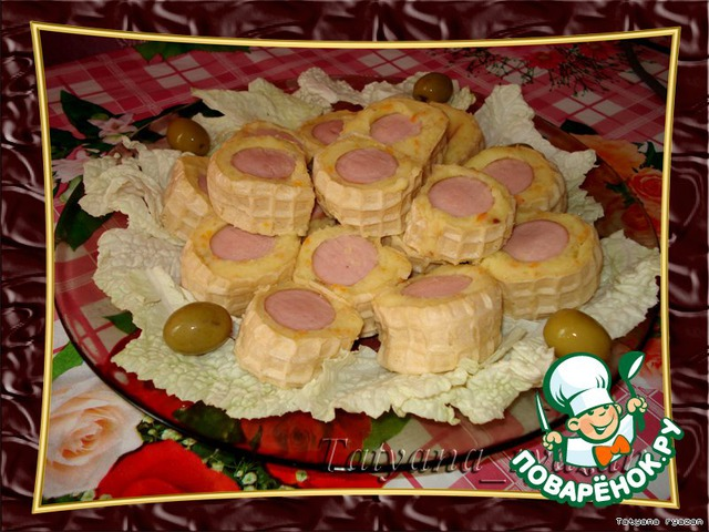 Картофельные роллы готовы, можно подавать на стол. Конечно хорошо было бы украсить их зеленью, но у меня она как раз закончилась.     Сверху можно смазать горчицей или хреном - это уже для тех, кто любит поострее.
