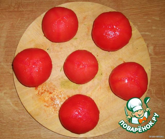 Теперь очистить помидоры от кожицы проще простого.