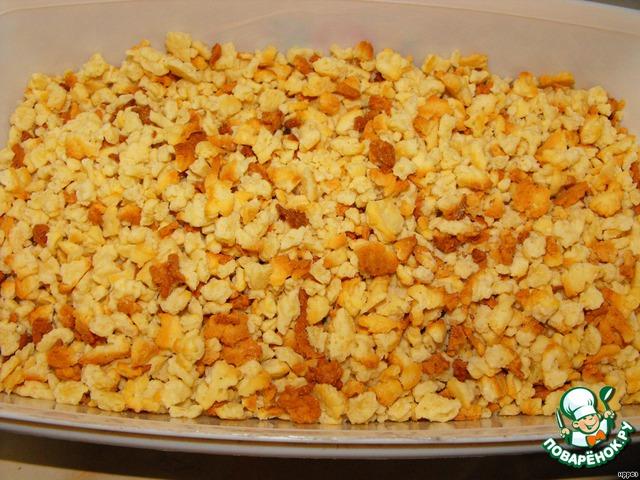 И выпекаем в несколько заходов (чтобы тестяные крошки лежали не толстым слоем) при 160 градусах, примерно 10 минут, чтобы тесто стало золотистым.