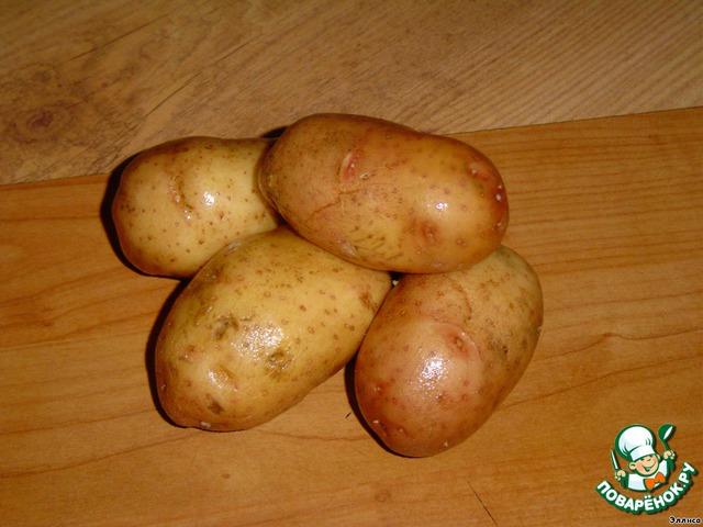 Картофель помыть и отварить в кожуре.