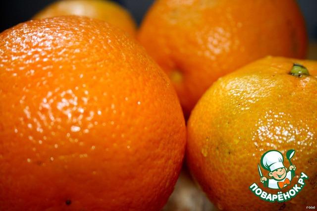 Помыть апельсины и мандарины.