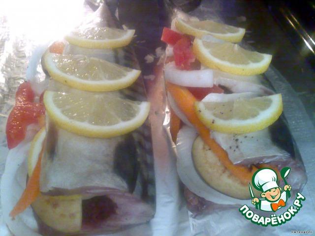 4.На противень постелить фольгу, положить нашу рыбку и поставить в духовку на 40 минут при Т=200 градусов.