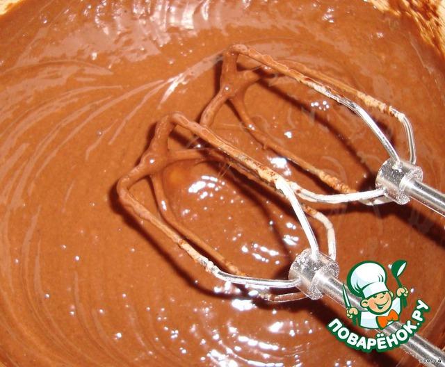 Половину получившегося теста смешиваем с темным шоколадом
