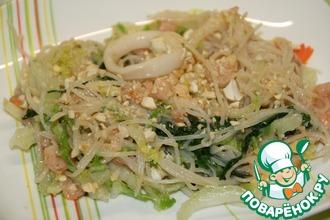Рисовая лапша с креветками и кальмарами