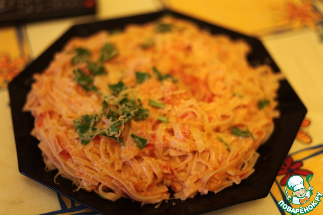 Посыпаем базиликом (или любой другой зеленью, которая найдется в холодильнике), тертым сыром. И все. Приятного аппетита, дорогие, ешьте с удовольствием) И самое главное - блюдо будет вкусным даже холодным.