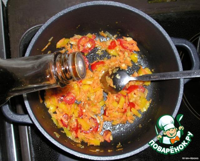 Добавьте соевого соуса.