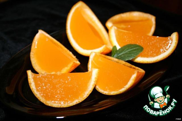 И убрать в холодильник, что бы замерзло желе.   Когда желе остынет, аккуратно разрезаем каждую половинку пополам. Получается кусочек фрукта, где вместо обычной мякоти нежное фруктовое желе.    Приятного аппетита!