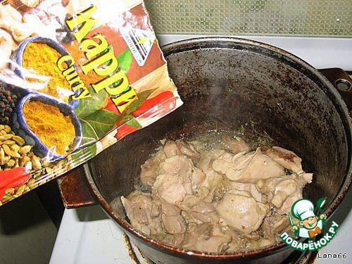 Куриное филе обжарить с карри.