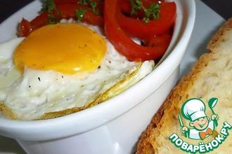 Сладкий перец в томатном соусе с яйцом