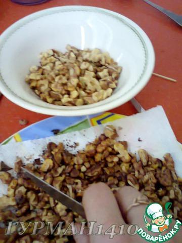 2. Когда орехи остынут, очистить от пленки