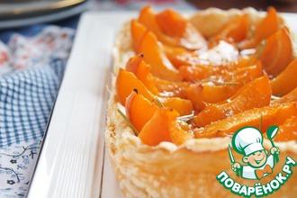 Абрикосовый тарт с сыром бри и розмариновым мёдом