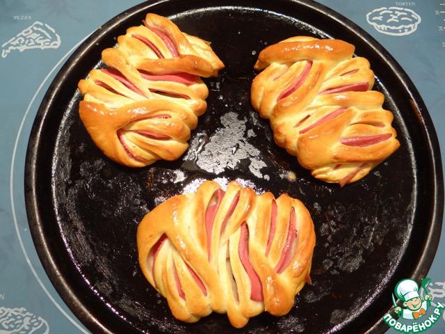 Выпекаю булочки в разогретой до 200 градусов духовке примерно 15 минут (до золотистого цвета). Приятного Вам аппетита!