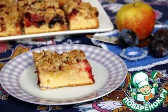 Яблочно-сливовый пирог со штрейзелем на полбовой муке