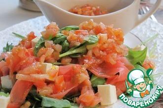 Салат с рукколой, лососем и имбирем