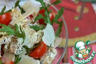 Салат с морепродуктами, пармезаном и рукколой