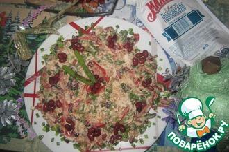 Салат овощной с курицей и фасолью