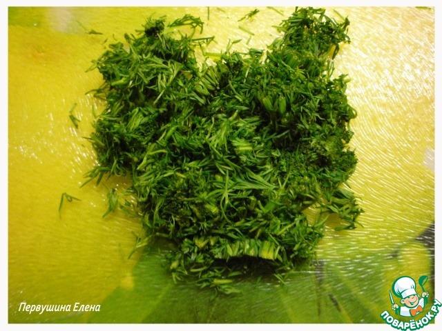 Зелень мелко нарезать и смешать с 300г. бульона.