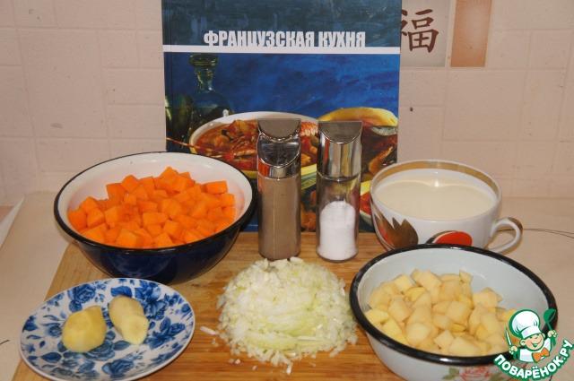 Подготовить продукты. Картофель, сельдерей и тыкву вымыть и очистить, у тыквы удалить семена. Нарезать небольшими кубиками. Лук очистить и мелко нарезать.