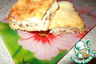 Пирог из слоеного теста с творогом и сгущенным молоком