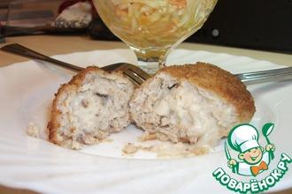 Куриная котлета, фаршированная молочно-грибным соусом