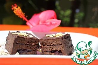 Шоколадное пирожное с черникой