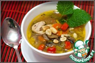 Суп куриный с арахисом и шампиньонами