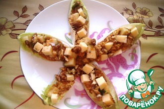 """Закуска из карамельной груши с пшенкой, грецкими орехами и сыром в листиках цикория """"Мечта Солдата"""""""