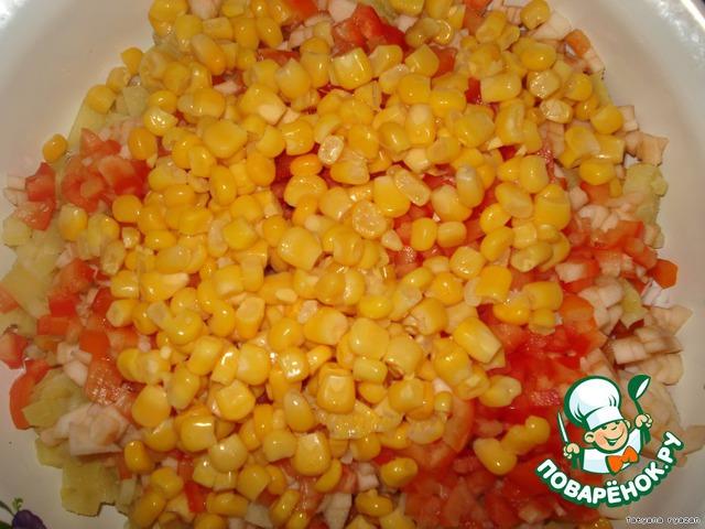 Добавляем кукурузу или горошек.