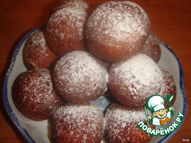 Готовые творожные шарики можно присыпать сахарной пудрой.