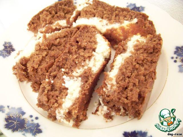 И нарезаем готовый кекс кусочками. Он получается нежный, легкий, очень ароматный. Приятного аппетита!
