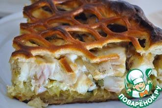 Пирог из ржаного теста с рыбой и капустой