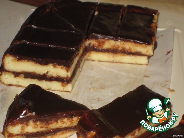 Убрать в холодильник на 1-2 часа, затем достать, нарезать на пирожные, желаемой формы, посыпать кокосовой стружкой.
