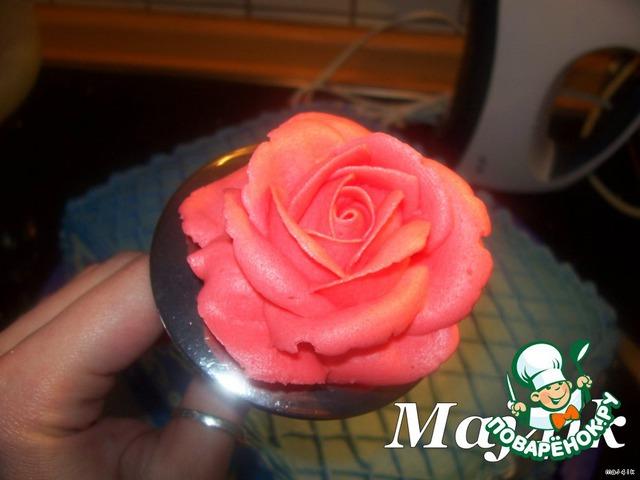 Теперь пора заняться цветами, так что крутим розы.   Вариантов как и на чем их делать - много, но каждый выбирает себе свой.     Я их кручу на специальном гвозде для роз:    [img]http://i076.rad ikal.ru/0902/ec/6ed3 d75ba8cd.jpg[/img]         Для роз понадобятся вот такая насадка:    [img]http://s60.radi kal.ru/i170/0903/07/ 9c1e80c5435a.jpg[/im g]         или такая:    [img]http://s50.radi kal.ru/i129/0903/41/ e1e61783871a.jpg[/im g]
