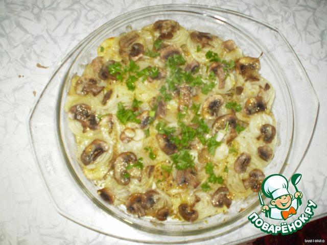 После того, как картошечка готова, посыпаете ее зеленью (у меня была кучерявая петрушечка)