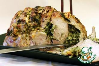 Свинина, запеченная со шпинатом, луком и яблоками