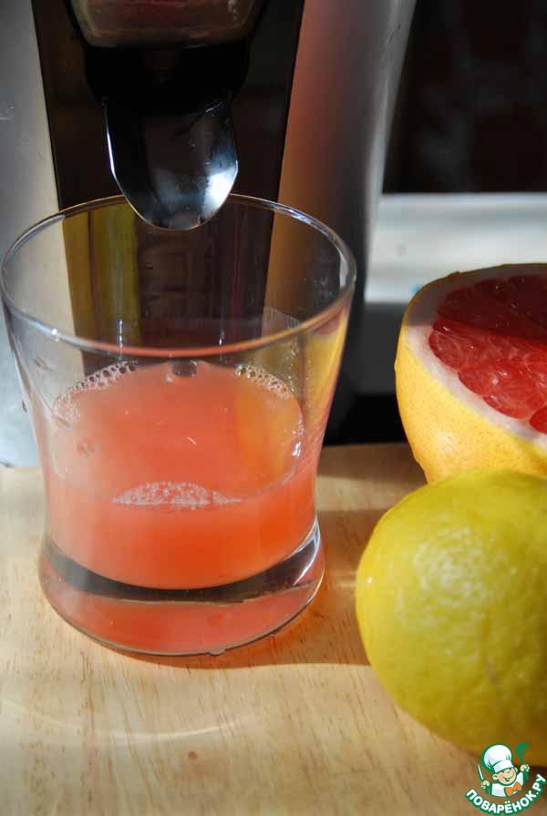 Лимон и грейпфрут моем и выдавливаем сок.