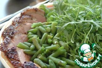 Салат из утки со стручковой фасолью и рукколой