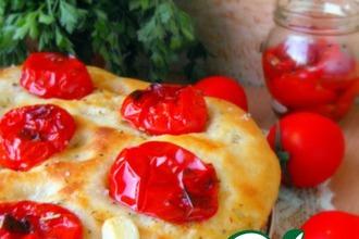 Картофельная фокачча с печеными помидорами
