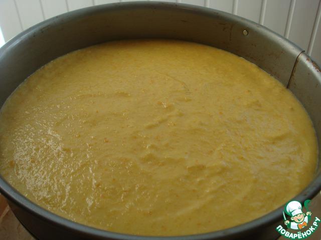 Выложить тесто в смазанную маслом и обсыпанную мукой форму (диаметром 26 см), дно которой застелено бумагой для выпечки.