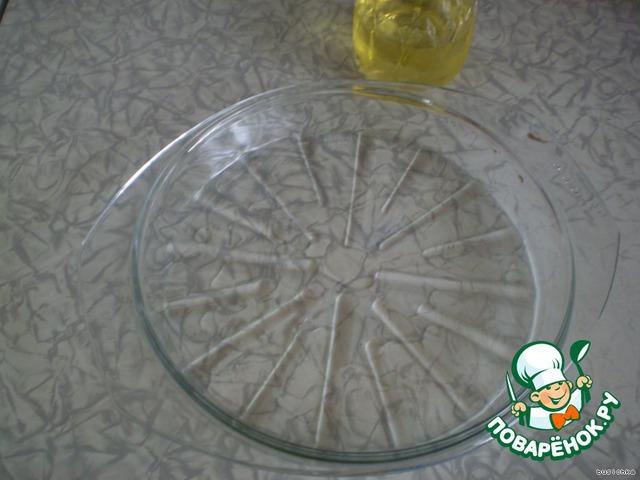 В посуду для микроволновки наливаем чуть-чуть растительного масла